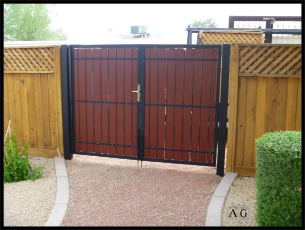Plans for a wooden driveway gate plans diy how to make for Wood driveway gate plans